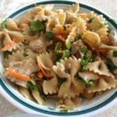 Farfalle,salad,with,chicken