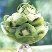 Kiwifruit,with,ricotta,cream
