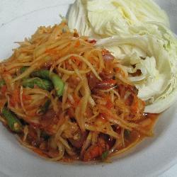Som Tam Thai (Thai style green papaya salad)